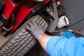 Mechanical repairs tire in garage — Stock Photo