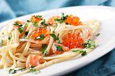 Spaghetti with salmon and caviar — Stock Photo