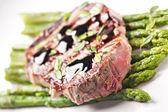 Fillet of beef with asparagus — Stock Photo