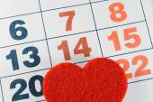 February 14, 2015 on the calendar, Valentine's day, heart from red felt. — Stock Photo