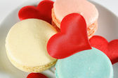 Macaroons and hearts on a plate — Stock Photo