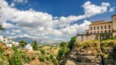 View of a building over cliff in ronda, spain — Stockfoto