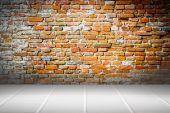 Brick wall and ceramic floor — Stock Photo