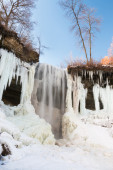 Partly frozen Minnehaha waterfall, Minnesota — Stock Photo