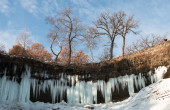 Icicles of partly frozen Minnehaha waterfall  — Stock Photo