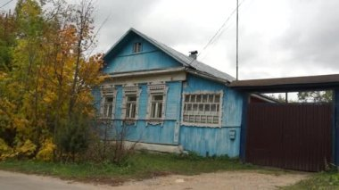 Borovsk: classic village house (real life in regular russian provincial city) — Stock Video
