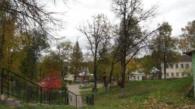 Borovsk: public garden (real life in regular russian provincial city) — Stock Video