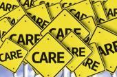 Pflege geschrieben am mehrere straßenschild — Stockfoto