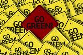 Ga groen! geschreven op meerdere verkeersbord — Stockfoto