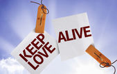 Keep Love Alive on Paper Note — Stockfoto
