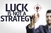 бизнесмен, указывающий текст: удача не стратегия — Стоковое фото