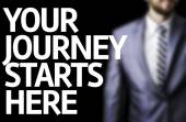 Uw reis begint hier geschreven op een bord — Stockfoto
