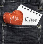 """Mae, Te amo"" (In portuguese - Love You, Mom) written on a peace of paper — Stock Photo"
