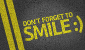 Don't Forget to Smile written on road — Stock Photo