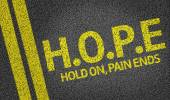 Hope (Hold On, Pain Ends) written on the road — Stock Photo