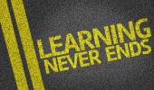 Learning Never Ends written on the road — Stock Photo