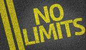 No Limits written on the road — Stock Photo