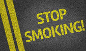 Stop Smoking written on the road — Stock fotografie