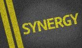 Synergie, geschrieben auf der Straße — Stockfoto