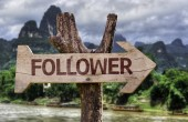 Follower wooden sign — Stock Photo