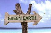 Yeşil toprak ahşap işareti — Stok fotoğraf