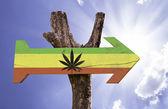 Rasta Flagge mit Marihuana Leaf Zeichen — Stockfoto
