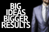 Board with text: Big Ideas Bigger Results — Stock Photo