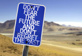 Don't Fear The Future and Don't Regret The Past sign — Stock Photo