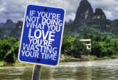 If You're Not Doing What you Love You're Wasting your Time sign — 图库照片