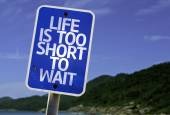 Life is Too Short To Wait sign — Stock Photo