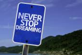 Never Stop Dreaming sign — Stock Photo