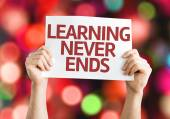 Learning Never Ends card with colorful background with defocused lights — Stockfoto