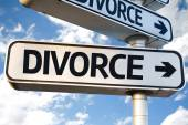 Divorce direction sign — Stock Photo