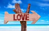 Love wooden sign — Stock Photo