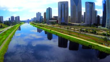 Pinheiros River in the city of Sao Paulo — Stock Video