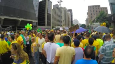 People protest against brazilian government — Stock Video