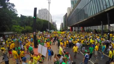 People protest against brazilian government — ストックビデオ