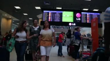 Passengers walk through Airport — Stock Video