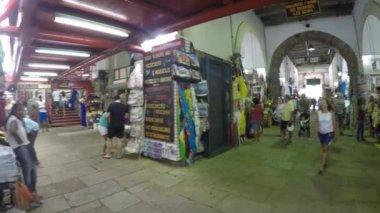 Walking on the traditional Mercado Modelo — Stock Video