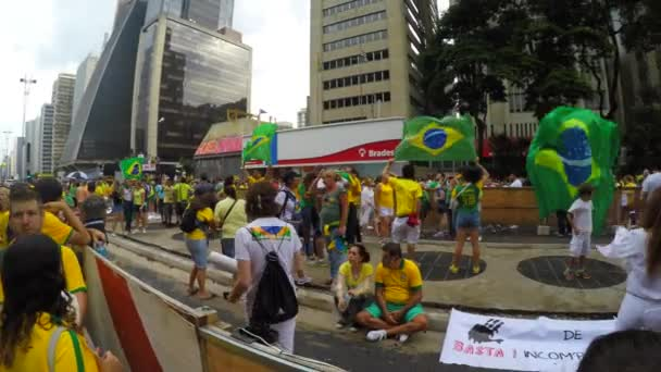 People protest against brazilian government — Vídeo de stock