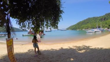 Famous Praia do Pouso in Ilha Grande — Stock Video