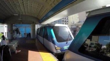 Loop Metromover train is departing — Stock Video