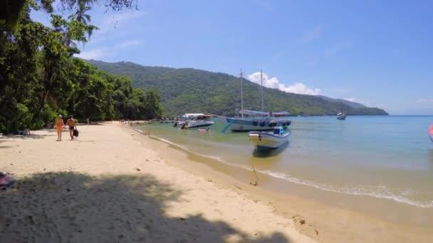 Famous Praia do Pouso in Ilha Grande — Vídeo de stock