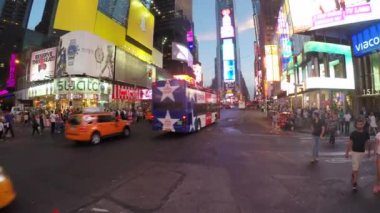 Driving in Times Square — Vídeo stock