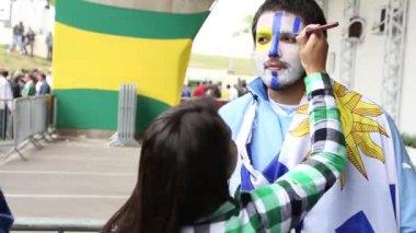 Uruguay Fan was painting by an artist — Stock Video