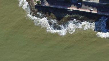 Waves Rushing Rocks — Stock Video