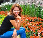 かなりの美しい笑顔アジアの女の子 — ストック写真