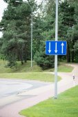 Road signs and lines on asphalt — Stockfoto