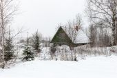 Rural cottage in winter in countryside — Stockfoto