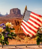 American flag at Monument Valley — Stock Photo